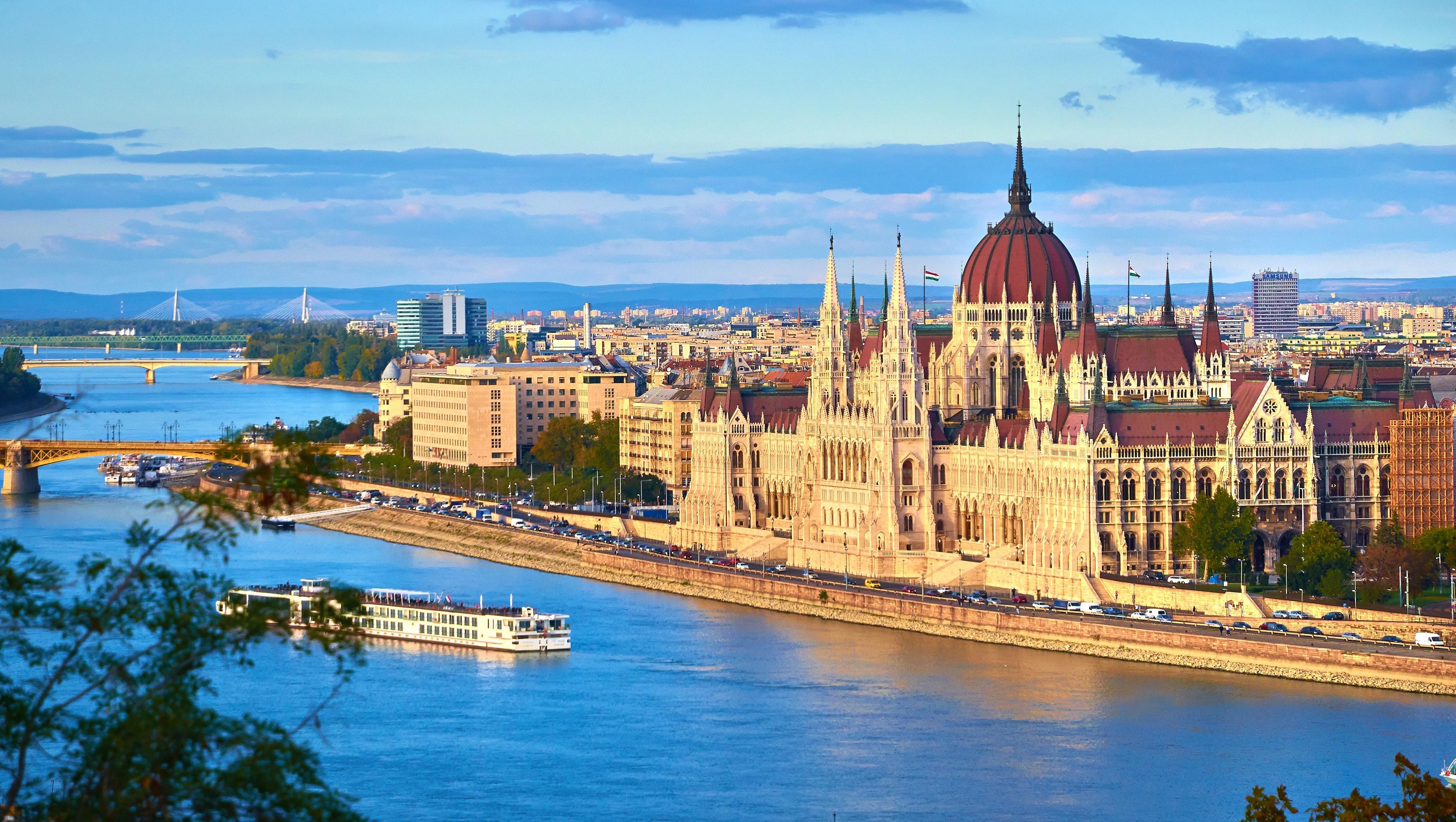 BUDAPEST, PERLA DEL DANUBIO | Pettinà Viaggi e Turismo